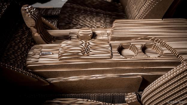 lexus-cardboard-paperdesc