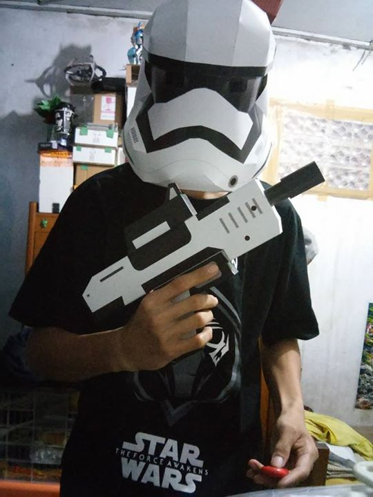 first_order_trooper_helmet_michael